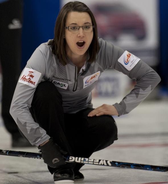 Val Sweeting d'Edmonton une fiche de 3-0 avec une victoire sur Jennifer Jones, lundi soir. (Photo, ACC / Michael Burns)
