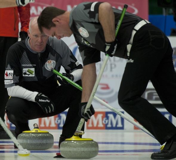 Glenn Howard, left, encourages sweeper Richard Hart. (Photo, CCA/Michael Burns)