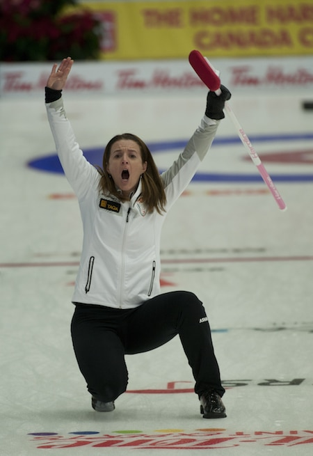 Heather Nedohin calls out instructions to sweepers. (Photo, CCA/Michael Burns)