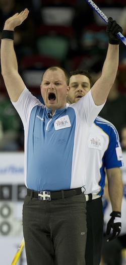 Quebec vice-skip Martin Crête calls off his sweepers. (Photo, Curling Canada/Michael Burns)