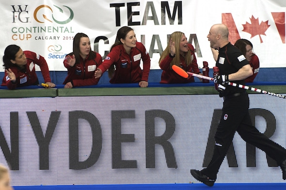 Team Canada celebrates on the bench after a Team Jacobs win. (Photo, CCA/Michael Burns)