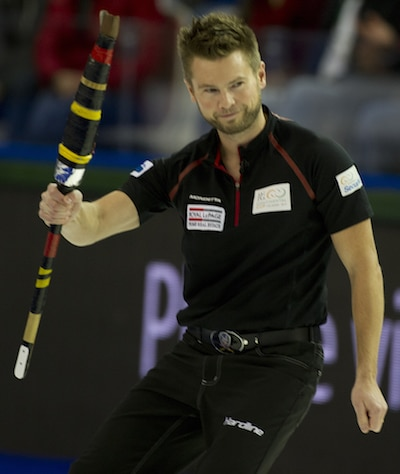 Mike McEwen acknowledges his sweepers after making a shot. (Photo, CCA/Michael Burns)