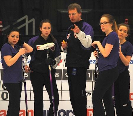 Team Yukon coach Wade Scoffin speaks with the team on Sunday. (Photo, Amanda Rumboldt)