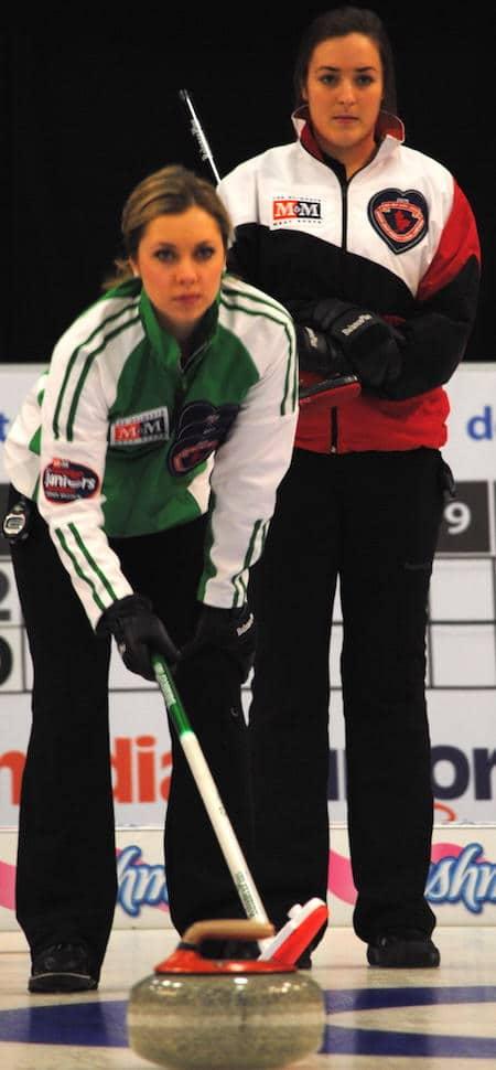 Saskatchewan skip Kristen Streifel, left, calls her shot as Ontario skip Chelsea Brandwood looks on. (Photo, Amanda Rumboldt)