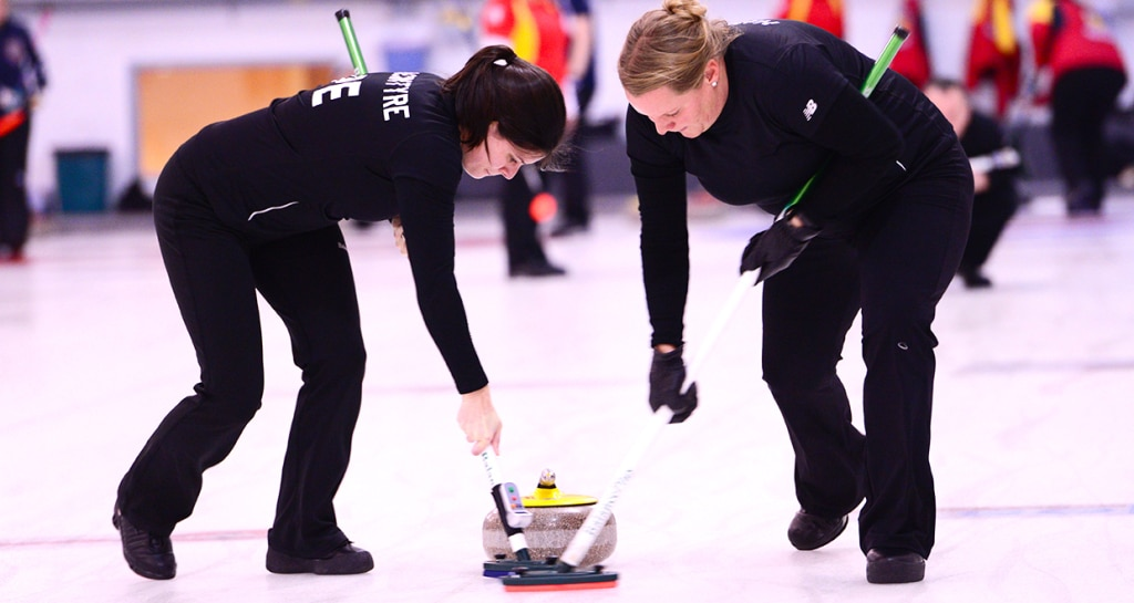 PEI's Vanessa Hamming and Michelle MacIntyre in action at the 2015 Canadian Mixed Curling Championship in North Bay, Ont. (Brian Doherty Photography)