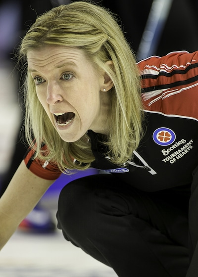 Ontario skip Julie Hastings shouts instructions to sweepers. (Photo, CCA/Andrew Klaver)