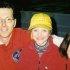 Les sœurs Cathlia (à gauche) et Jamie (à droite) avec leur papa Mark Ward au Brier Tim Hortons 2003 où Mark était premier dans l'équipe de Brad Gushue. (Photo par C. Ward)