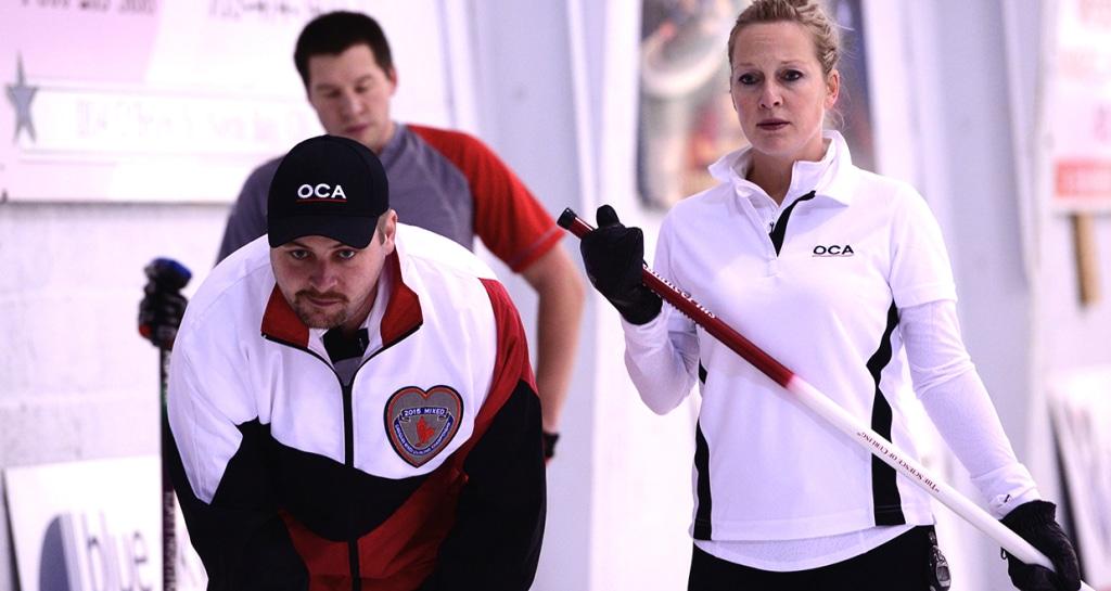 Le capitaine ontarien Chris Gardner et sa première Jessica Barcauskas sur la glace dans leur match de 11e ronde  (Brian Doherty Photography)