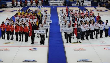 Les cérémonies d'ouverture du Championnat mondial féminin Ford 2010 à Swift Current. (Photo, ACC / Michael Burns)