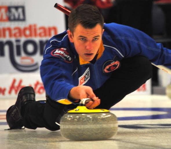 Alberta capitaine Karsten Sturmay est au milieu d'une semaine chargée au Championnat de curling junior M & M Meat Shops canadiens 2015. (Photo, Amanda Rumboldt)