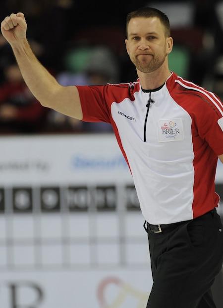 Terre-Neuve / Labrador capitaine Brad Gushue amélioré sa fiche à 2-0 avec une victoire le dimanche. (Photo, Curling Canada / Michael Burns)