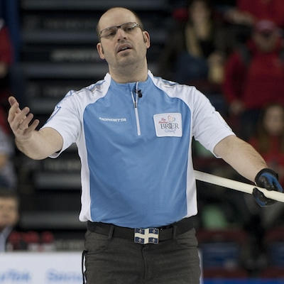 Québec capitaine Jean-Michel Ménard montre sa frustration. (Photo, Curling Canada / Michael Burns)