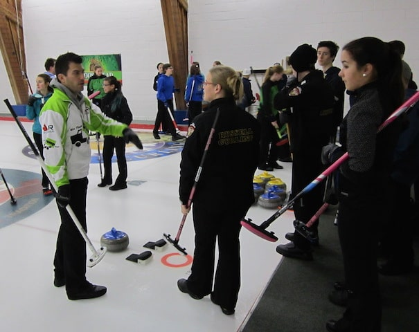 Craig Savill talks to young curlers during a clinic for participants of the Ottawa Youth Curling League (Photo Joe Pavia)