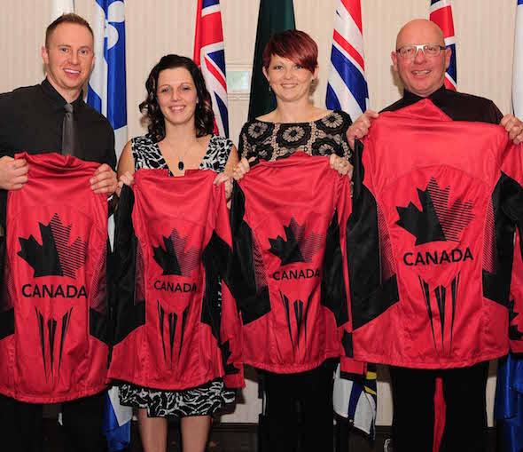 Équipe Canada, de gauche, Chris Haichert, Teejay Haichert, Jolene Campbell et Max Kirkpatrick.
