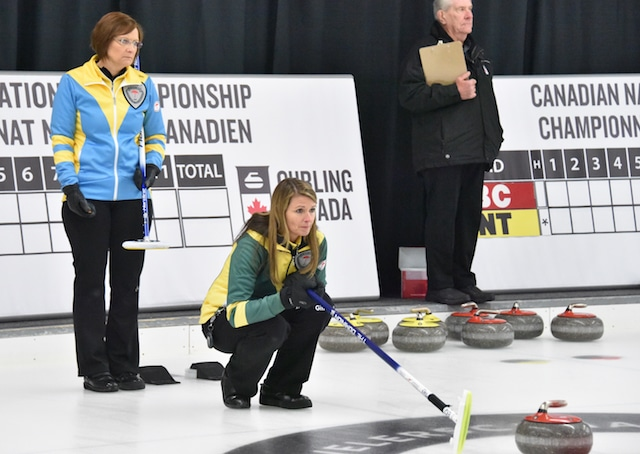 Alberta skip Nanette Dupont and Northern Ontario skip Kathie Jackson in action at the 2015 Travelers Curling Club Championship in Ottawa (Curling Canada/Claudette Bockstael)