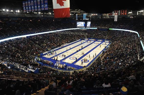 Les fans ont toujours bondé Rexall Place pour les événements de curling au fil des ans. (Photo, Curling Canada / Michael Burns)