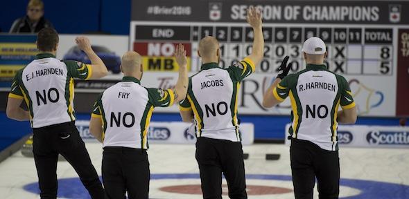 Équipe Nord de l'Ontario est toujours invaincu après avoir battu Mike McEwen du Manitoba jeudi après-midi. (Photo, Curling Canada / Michael Burns)