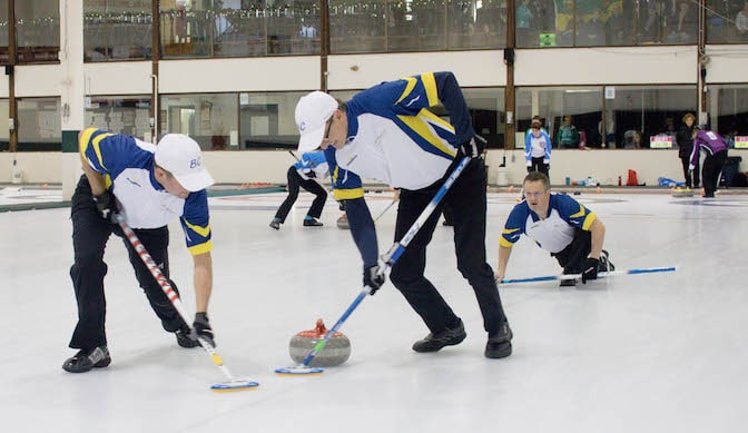 B.C. third Norm Coté calls to sweepers Craig Bernes and Darren Richards during tiebreaker action at the 2016 Travelers Curling Club Championship in Kelowna, B.C. (Curling Canada/Jessica Krebs photo)
