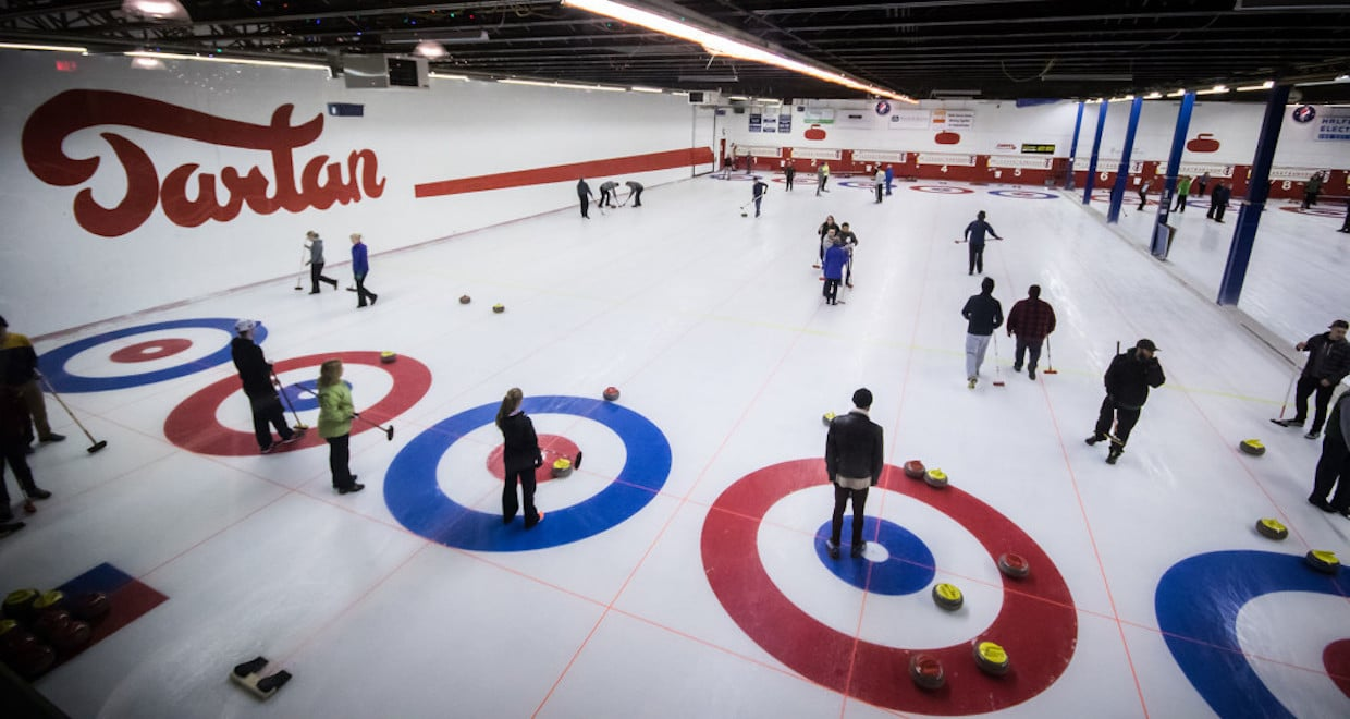 Action on the ice at the Tartan Curling Club in Regina, Sask. (Photo courtesy of Wes Czarnecki/Tartan Curling Club)
