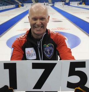"Glenn Howard of Team Ontario holds up ""175"", the record-breaking number of games played at a Brier. (Photo: CCA/Michael Burns Photography)"