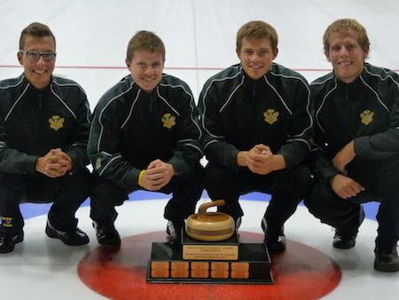 L'équipe masculine du Canada, de gauche à droite, Brendan BOTCHER, Mick Lizmore, Brad Thiessen, Karrick Martin (pas de photo, alternent Parker Konschuh, entraîneur Rob Krepps).