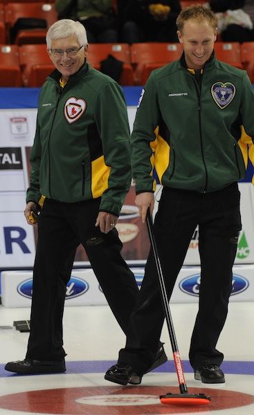 Tom Coulterman avec Brad Jacobs (Photo CCA/Michael Burns)