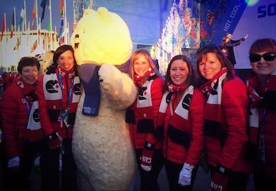Donner un peu d'amour Équipe Jones à la mascotte de Sochi 2014!
