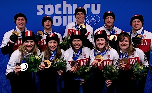 Team Canada's gold-medallists. From left, front, Jennifer Jones, Kaitlyn Lawes, Jill Officer, Dawn McEwen, Kirsten Wall. Back, Brad Jacobs, Ryan Fry, E.J. Harnden, Ryan Harnden, Caleb Flaxey. (Photos, CCA/Michael Burns)