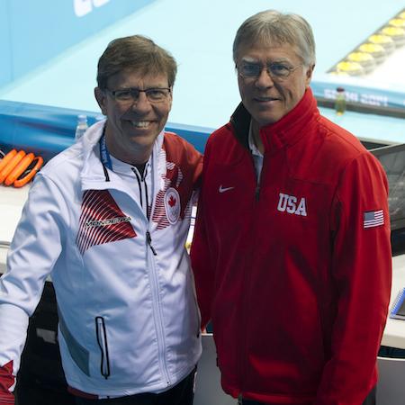 Ancien champion du monde coéquipiers Rick Lang (entraîneur de l'équipe nationale masculine du Canada), à gauche, et Al Hackner (entraîneur de l'équipe nationale masculine des États-Unis) se sont affrontés dimanche.