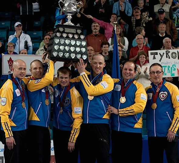 Équipe Canada, de gauche à droite, Kevin Koe, Pat Simmons, Carter Rycroft, Nolan Thiessen, Jamie King et John Dunn. (Photo, ACC / Michael Burns)