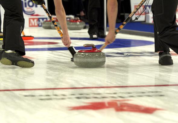 Dix jeunes joueurs de curling de partout au Canada profiteront de l'ACC Pour l'amour de bourses de curling.